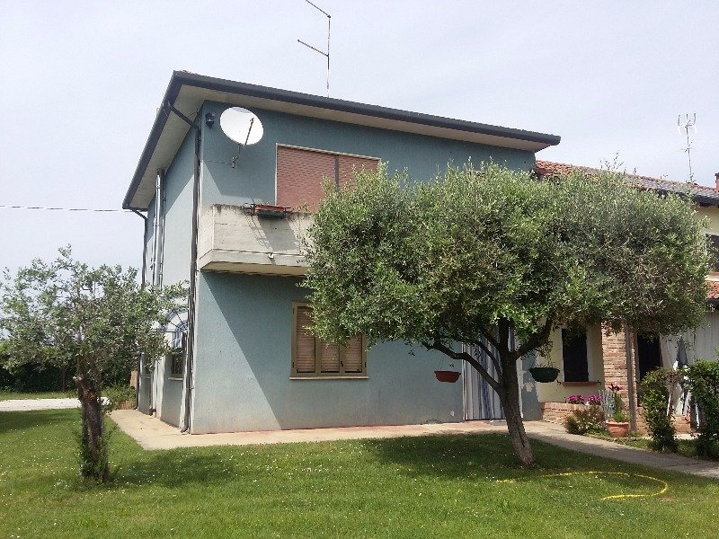Vedelago casa singola con ampio giardino a treviso in vendita for Casa con avvolgente portico in vendita