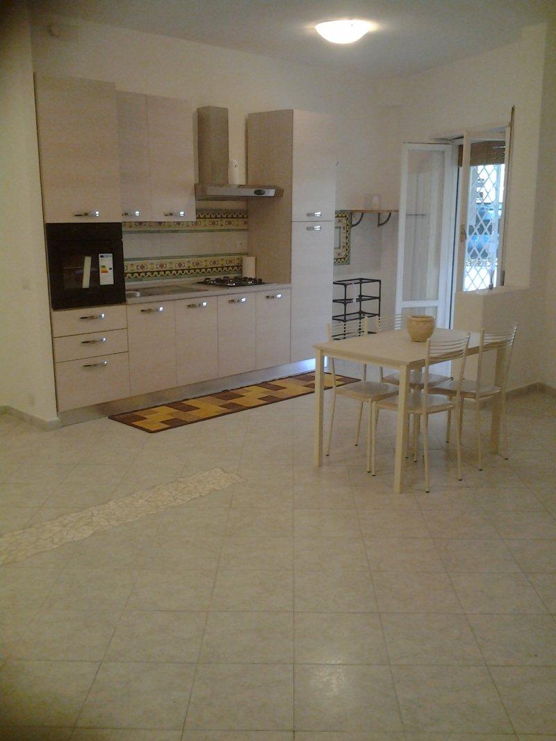 A ostia appartamento ristrutturato a roma in vendita for Appartamenti arredati roma