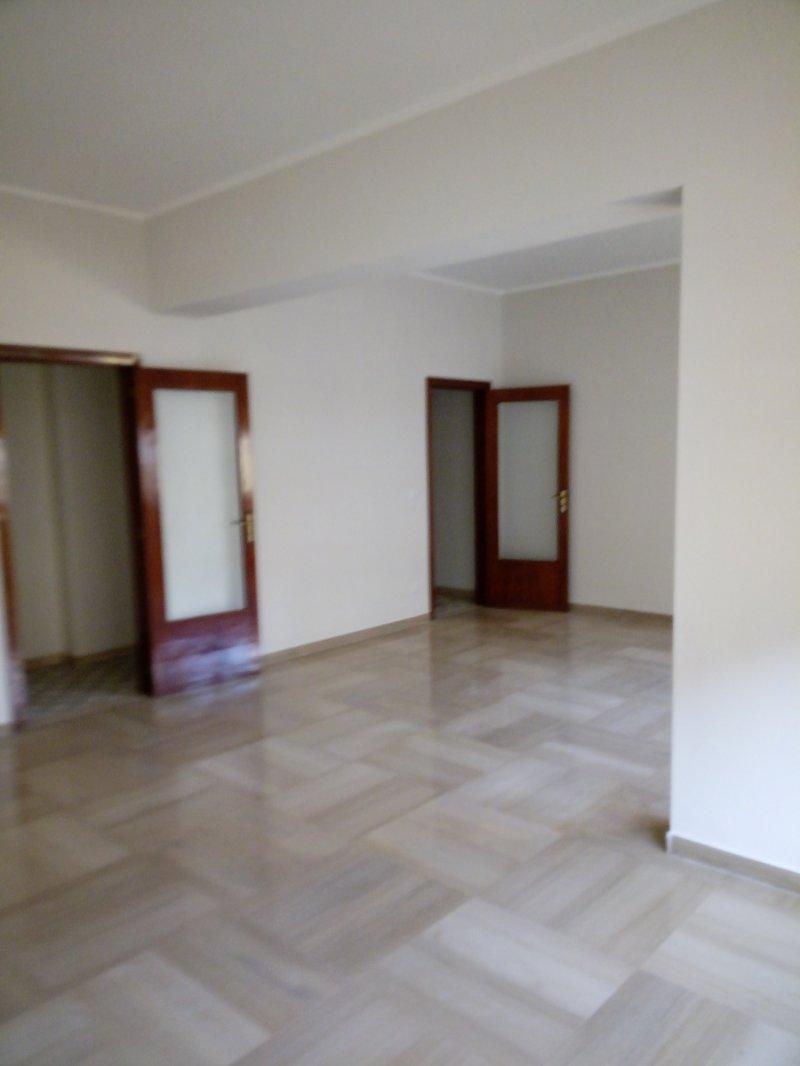 Reggio calabria appartamento zona stadio comunale a reggio for Case in affitto reggio calabria arredate
