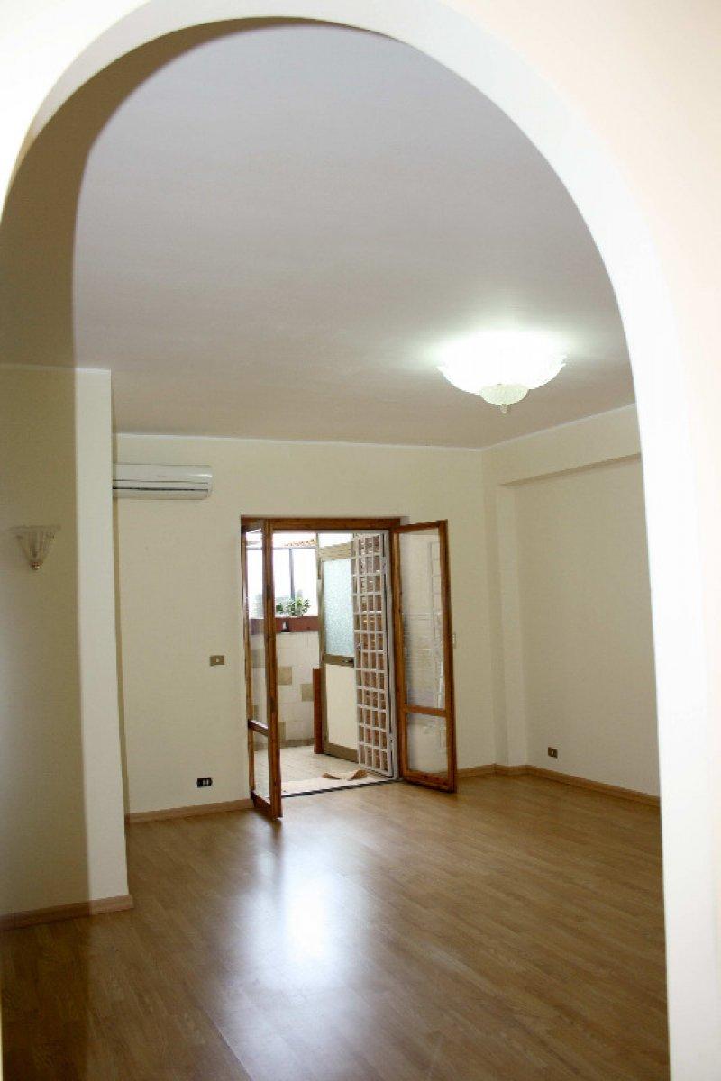 Foto 0 aci castello zona scogliera appartamento a for Appartamenti arredati in affitto a catania