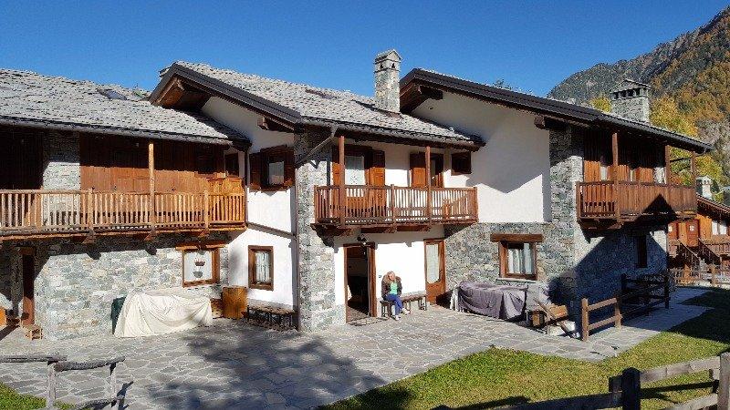 Antagnod villa a schiera a valle d 39 aosta in vendita for Appartamenti a new york manhattan in vendita