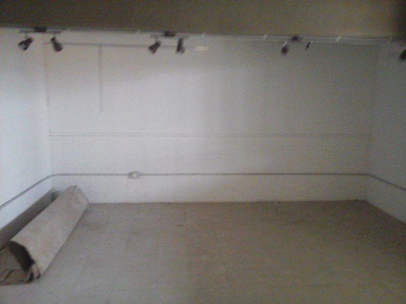 Livorno ampio box magazzino a Livorno in Affitto