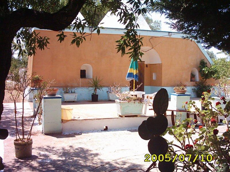 San Vito dei Normanni trullo 3 coni a Brindisi in Vendita
