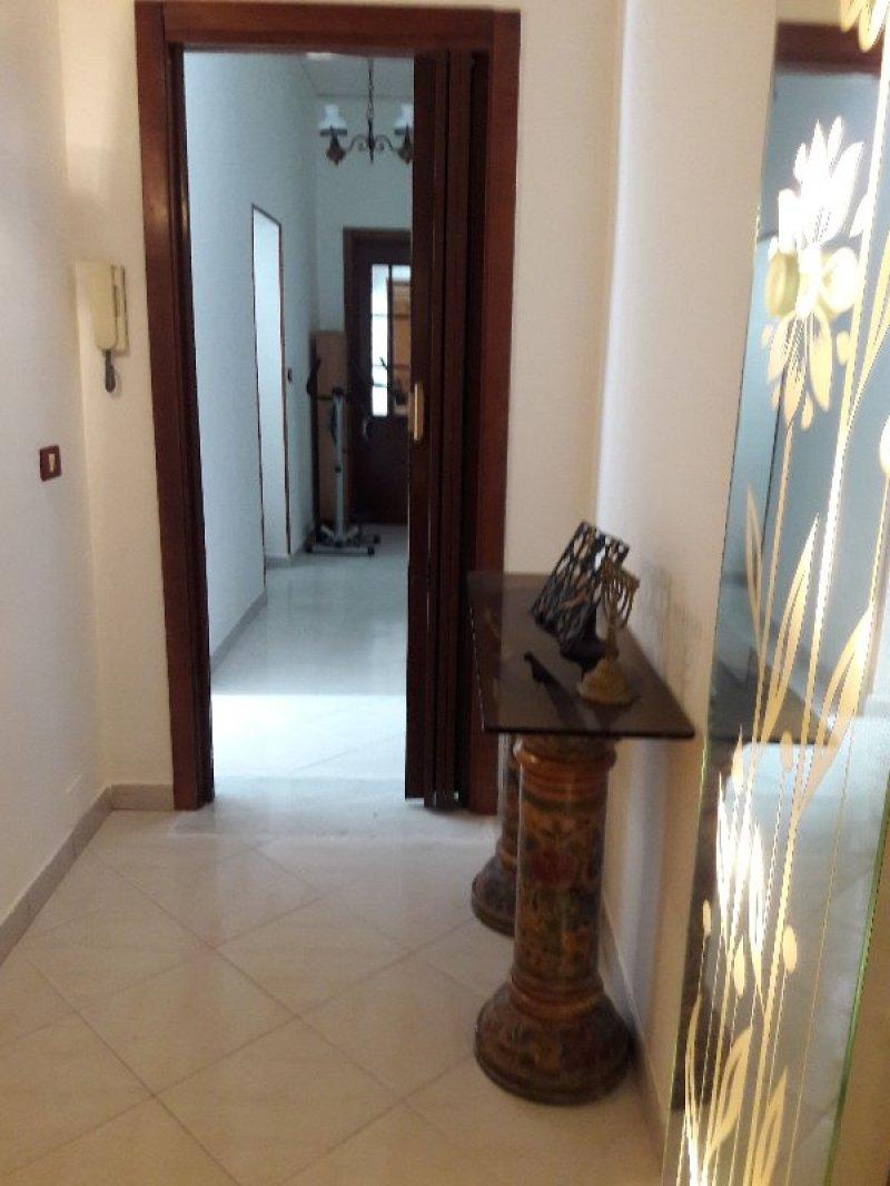 Napoli appartamento in palazzo d 39 epoca a napoli in vendita for Appartamenti napoli