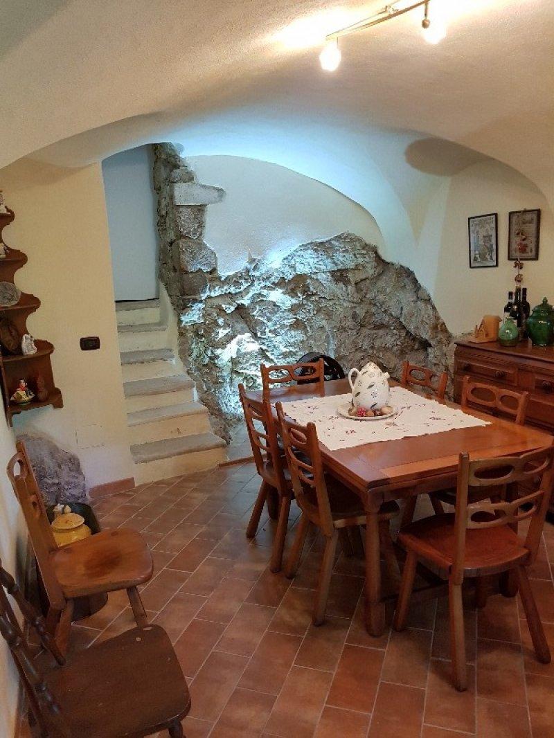 Bisegna prestigiosa abitazione a L'Aquila in Vendita