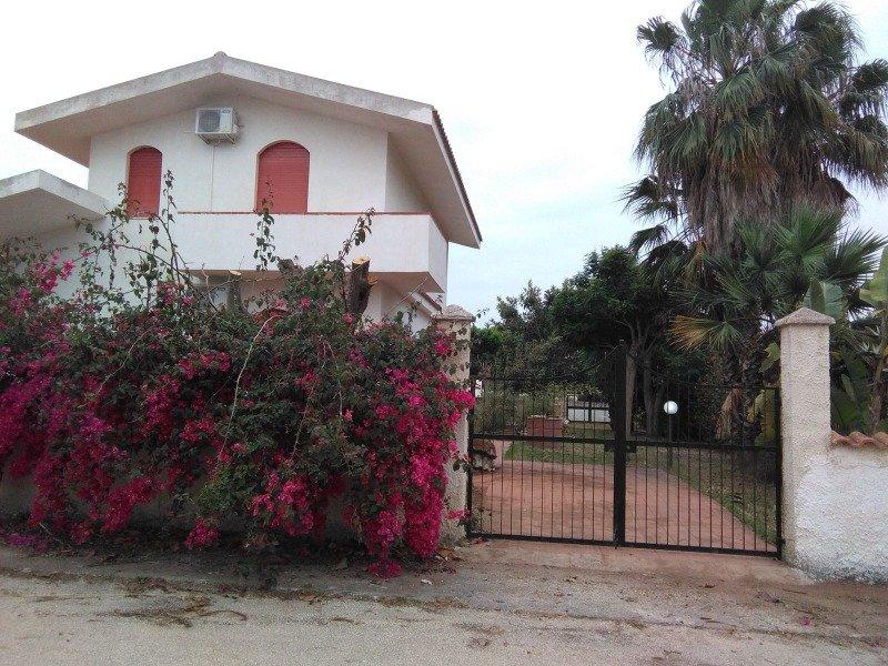 Rosolini in zona Reitani villa con giardino a Siracusa in Affitto