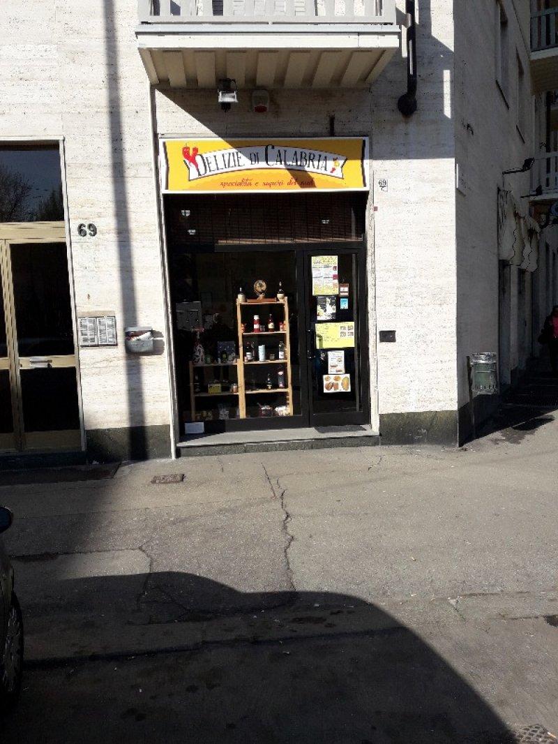 Torino negozio con serranda elettrica e antifurto a Torino in Affitto