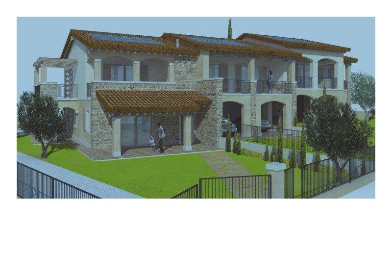 Garda costruzione su due piani con terreno a Verona in Vendita