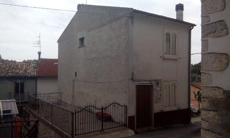 Montenerodomo immobiliare su 3 livelli a Chieti in Vendita