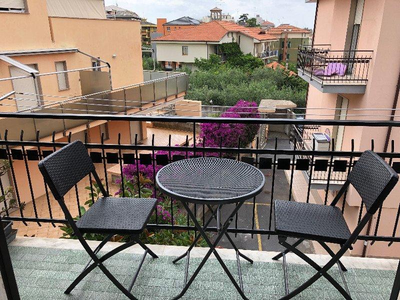 Loano trilocale zona Poeti a Savona in Affitto
