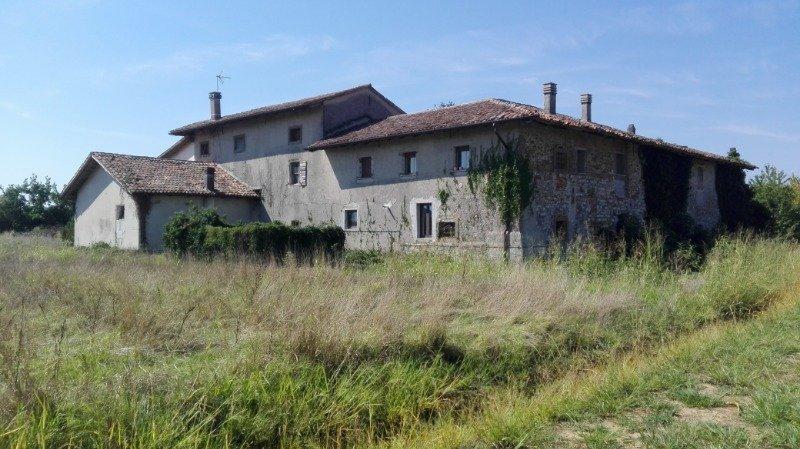 Premariacco casa colonica a Udine in Vendita