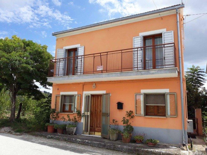 Fossalto casa indipendente a Campobasso in Vendita