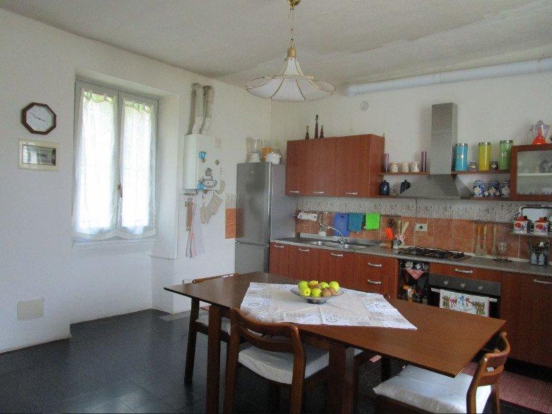 Besozzo casa rustica a Varese in Affitto