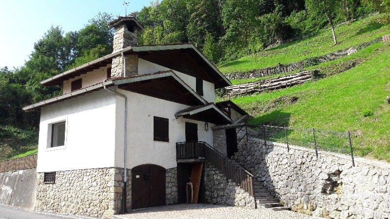Villina singola sita a Serina a Bergamo in Vendita