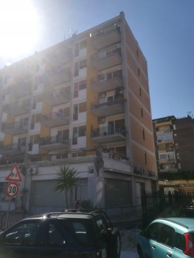 Palermo luminoso appartamento da arredare a Palermo in Affitto