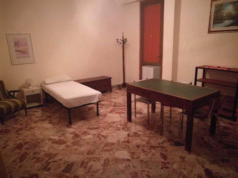 Caltanissetta stanza a studentessa universitaria a Caltanissetta in Affitto