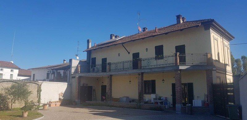 Caresana casa indipendente su due livelli a Vercelli in Vendita