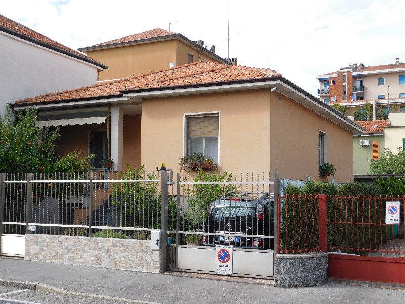 Milano villetta monofamiliare Baggio a Milano in Vendita