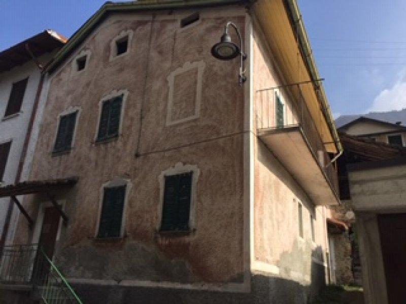 Margno casa su due livelli da ristrutturare a Lecco in Vendita