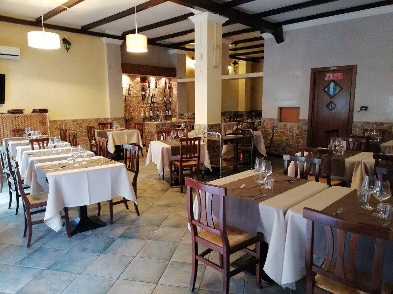 Cedesi ristorante bar pizzeria in Mozzate a Como in Vendita
