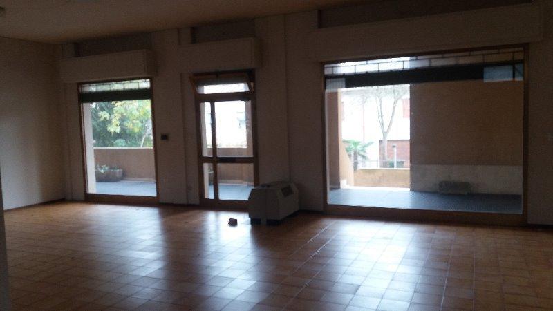Migliarino locale ad uso negozio ufficio a Ferrara in Vendita