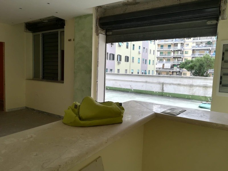 Napoli locale adatto per svariate attività a Napoli in Vendita