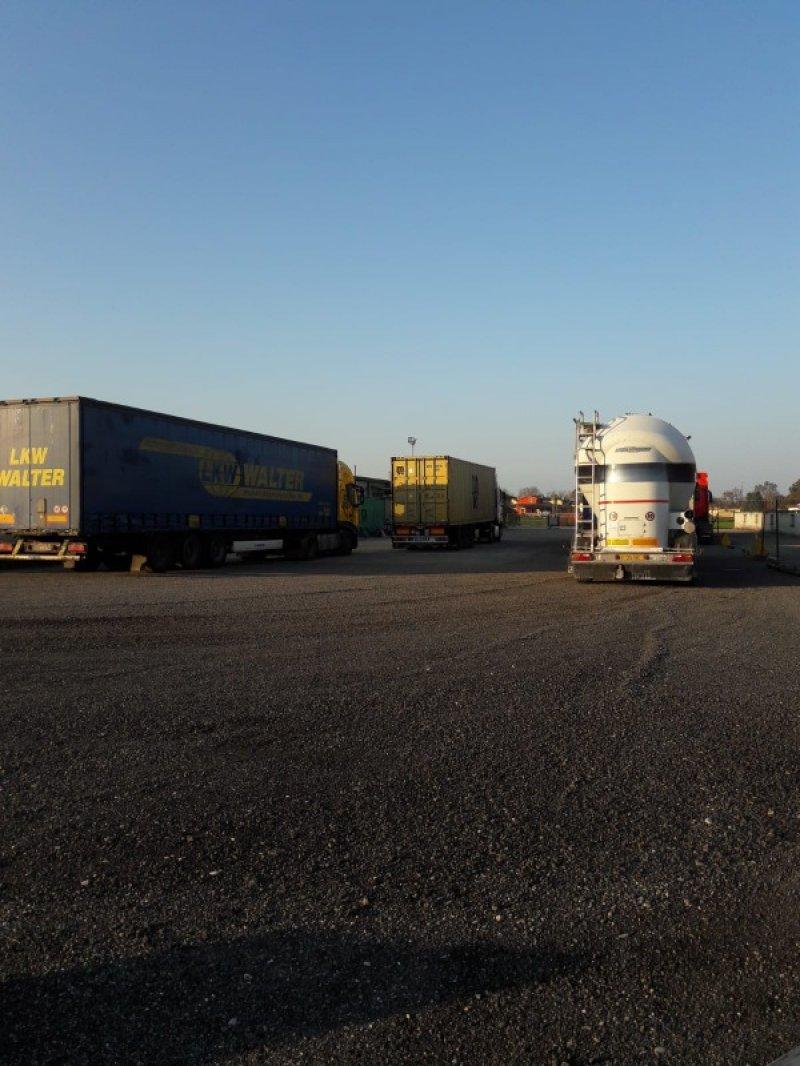 San Cipriano Po terreno per ogni tipo di automezzo a Pavia in Affitto