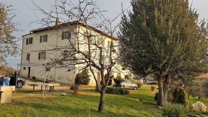 Bientina casale nel verde della Toscana a Pisa in Vendita