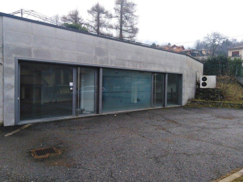 Lavena Ponte Tresa spazio commerciale a Varese in Affitto