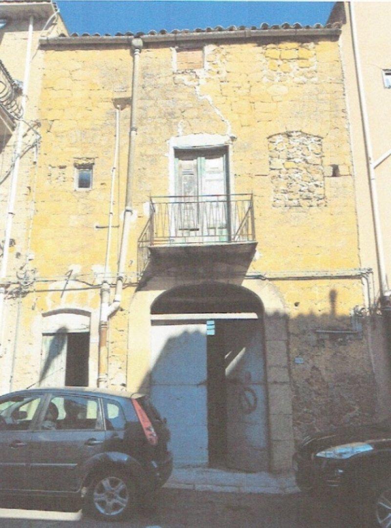 Cianciana abitazione ubicata nel centro storico a Agrigento in Vendita