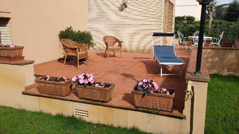 Villa immersa nel verde a lido di Camaiore a Lucca in Affitto