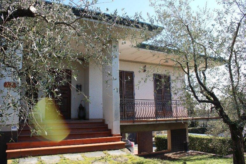 Capannori sulle colline villa singola a Lucca in Vendita
