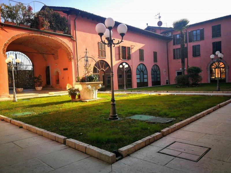Padenghe sul Garda locale commerciale a Brescia in Affitto