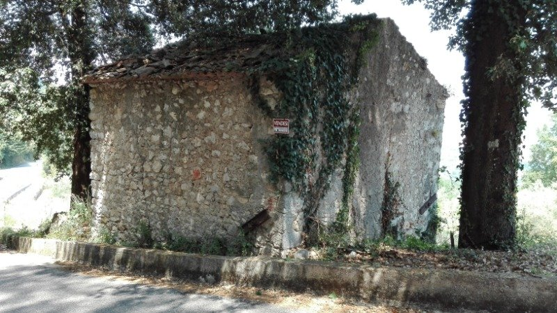 Morolo fabbricato rurale su due livelli a Frosinone in Vendita