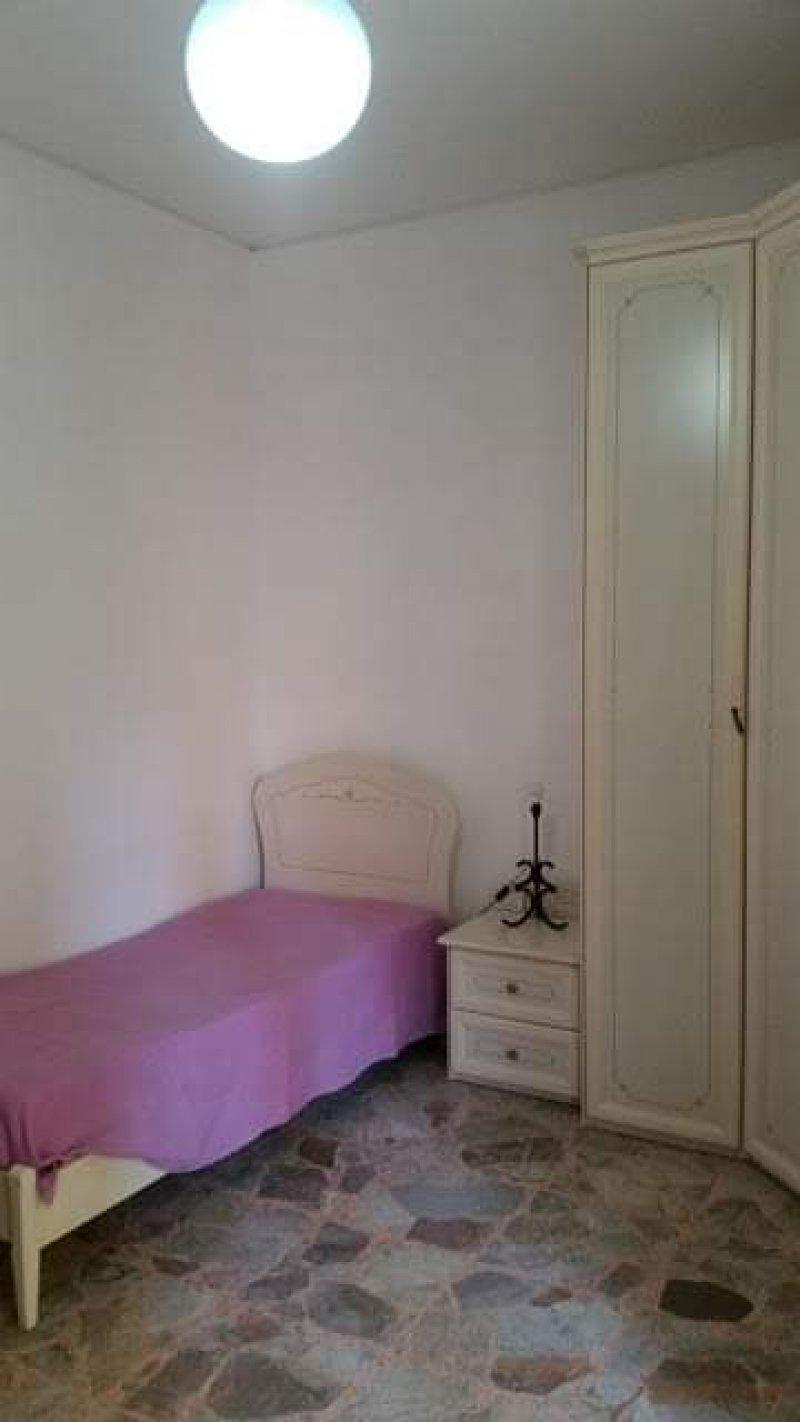 Napoli camera singola luminosa e spaziosa a Napoli in Affitto