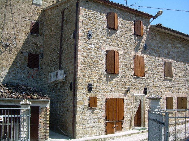 Serra Sant'abbondio casa immersa nel verde a Pesaro e Urbino in Vendita