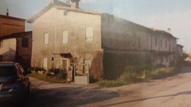 Bedizzole particolare abitazione in corte a Brescia in Vendita