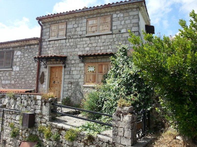 Morcone casa di montagna panoramica a Benevento in Vendita