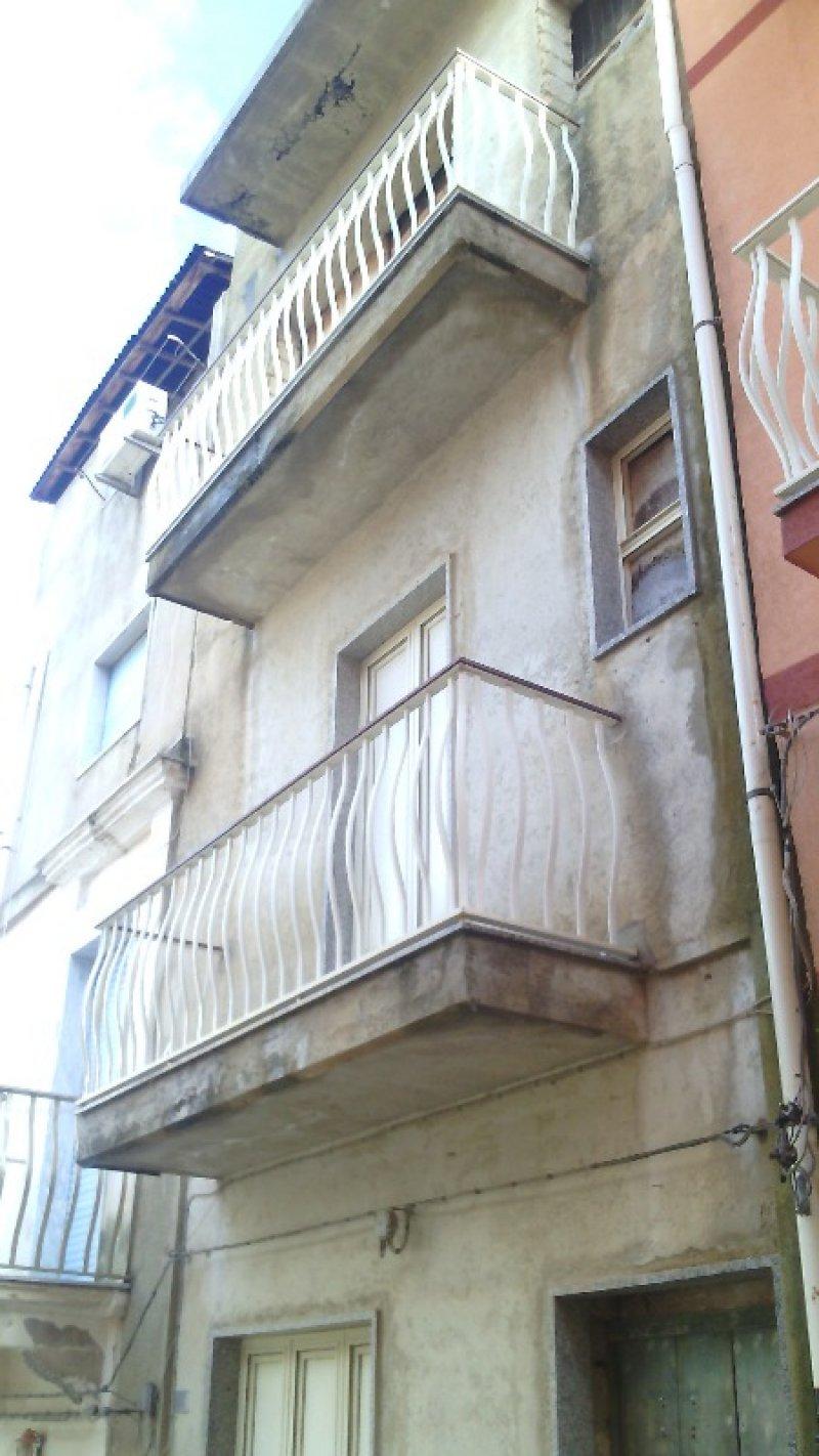 Casa rustica singola nel centro storico di Scicli a Ragusa in Vendita