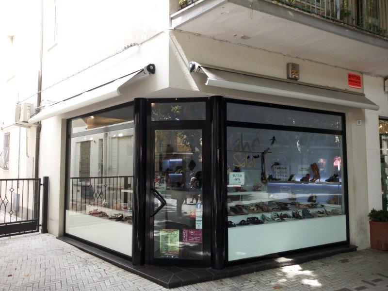 Bellaria Igea Marina locale con vetrina a Rimini in Affitto