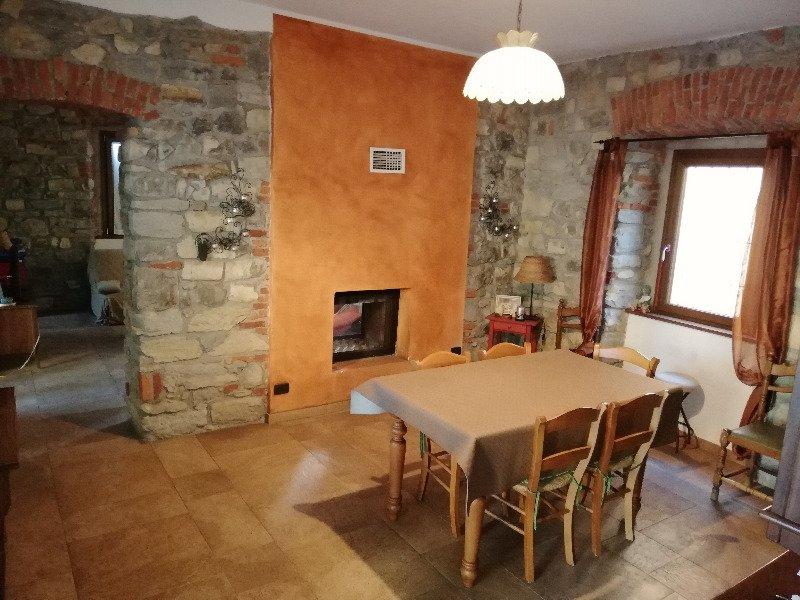 Cocquio Trevisago casa a Varese in Vendita