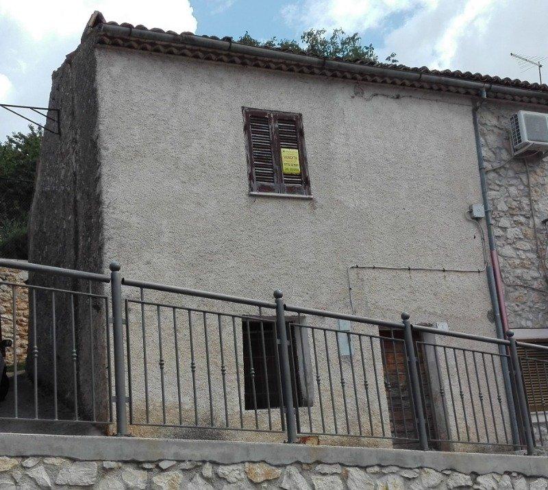 Ferentino casa su due livelli da ristrutturare a Frosinone in Vendita