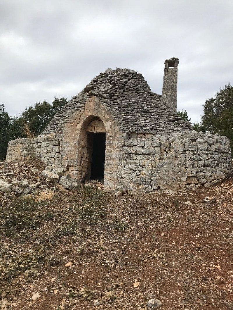 Cisternino trullo rustico a Brindisi in Vendita