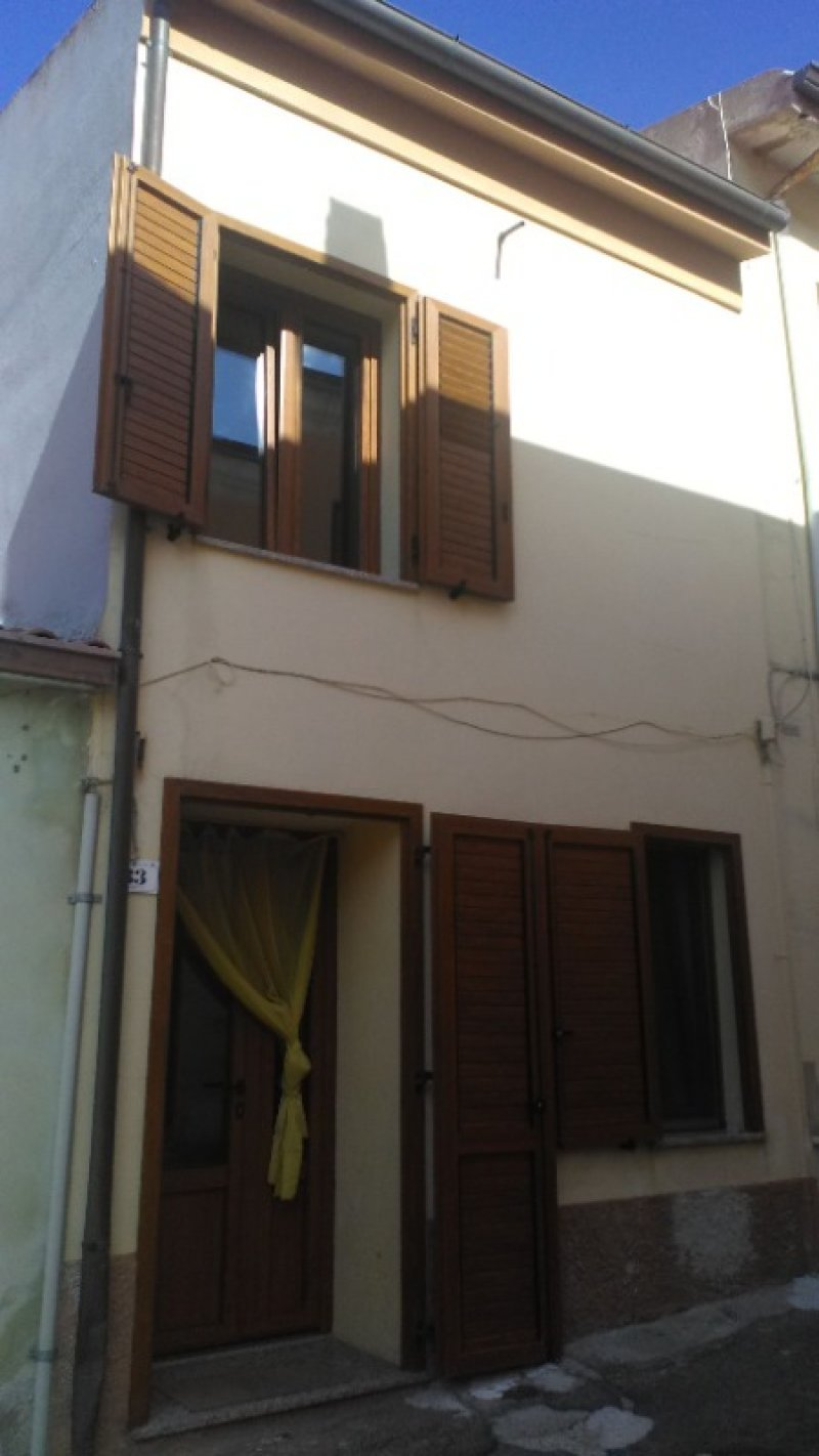 Codrongianos immobile libero a Sassari in Vendita