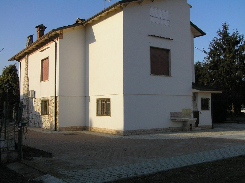 Ostiglia villa con garage a Mantova in Vendita