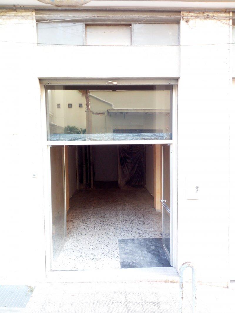 Monopoli locale con bagno a Bari in Affitto