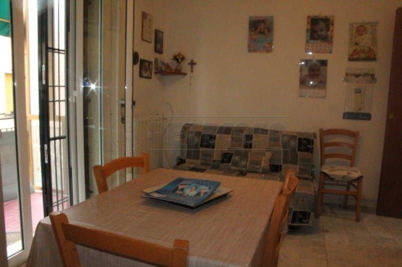 Loano bilocale con doppio balcone e giardino a Savona in Vendita