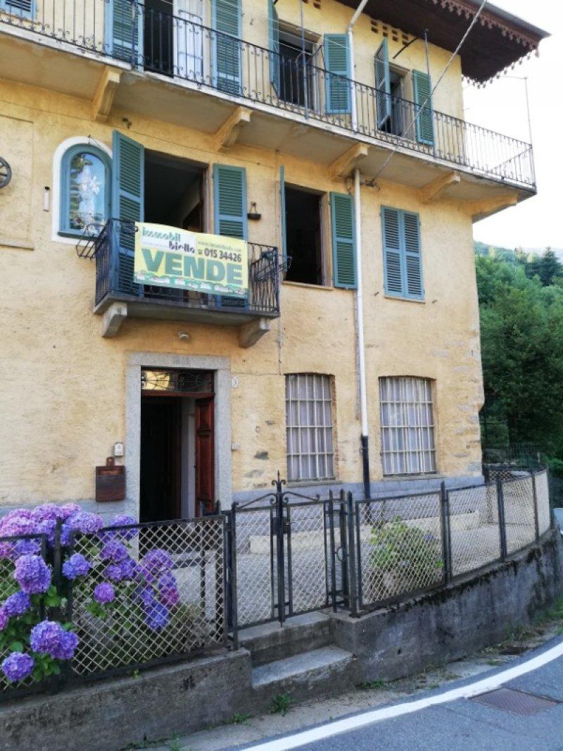 Camandona casa di paese con vista panoramica a Biella in Vendita