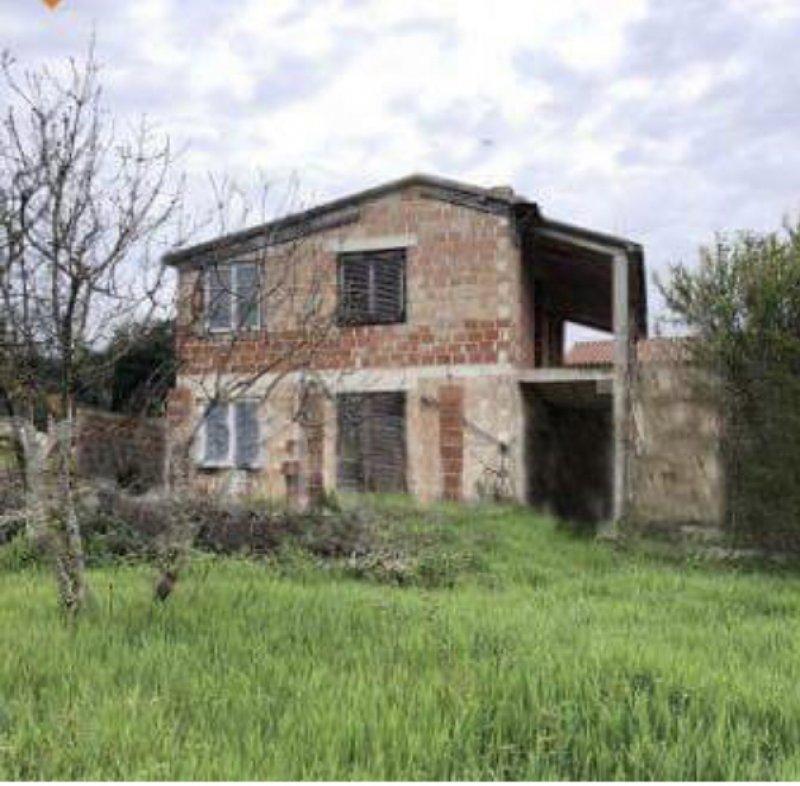 Pola terreno edificabile con annesse costruzioni a Croazia in Vendita