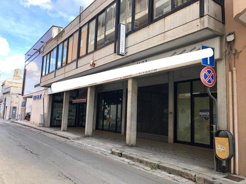Calimera ampio locale commerciale a Lecce in Affitto
